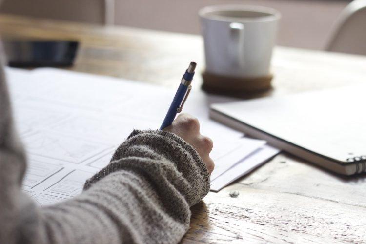 Hãy sắm hẳn một quyển sổ nhỏ dành để vẽ linh tinh. Khi nhìn lại, bạn sẽ bật cười với nhiều điều ngộ nghĩnh trên từng trang giấy