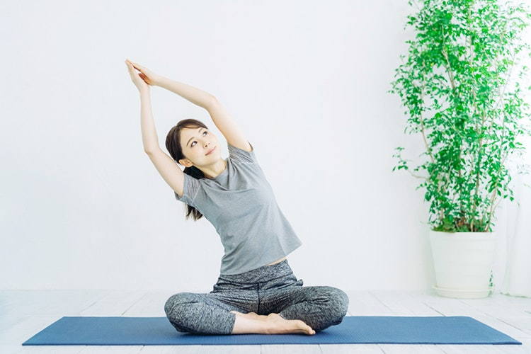 Yoga trị mụn bằng cách cân bằng cảm xúc và điều hòa tâm trạng
