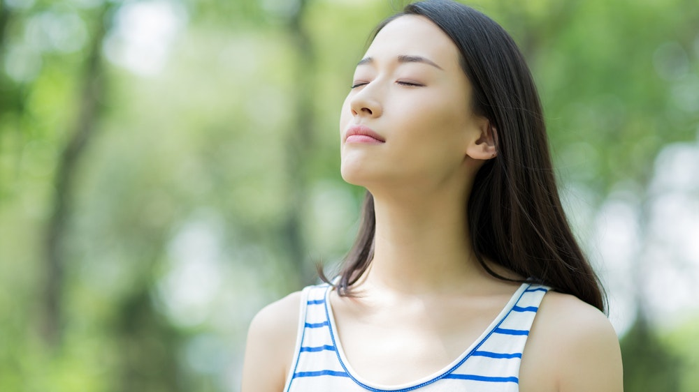 Thực hiện hít thở sâu để tránh tình trạng khó thở sau khi tập luyện