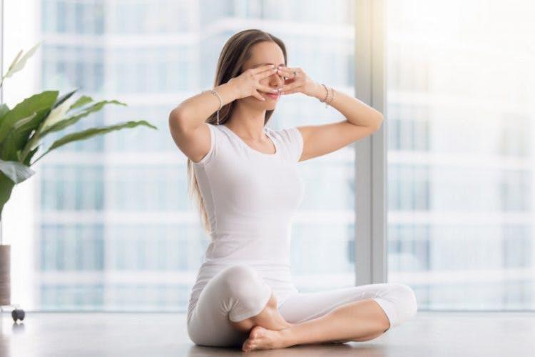 5 kỹ thuật thở sâu trong yoga: Bhramari Pranayama – Bài tập thở kiểu ong kêu