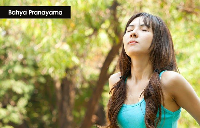 """5 kỹ thuật thở sâu trong yoga: Bahya Pranayama – Hơi thở """"bên ngoài"""""""