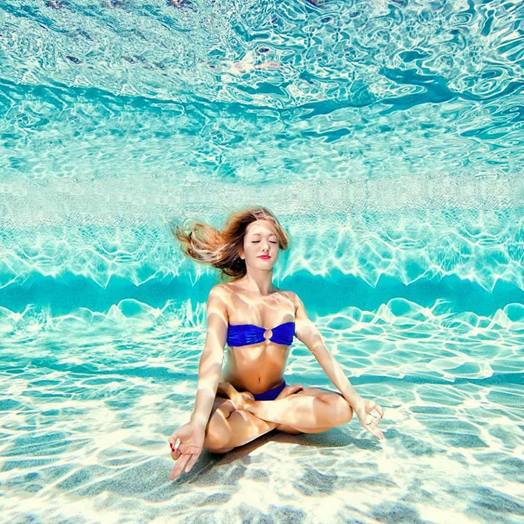 Tập yoga dưới nước giúp giảm đau và hồi phục chấn thương