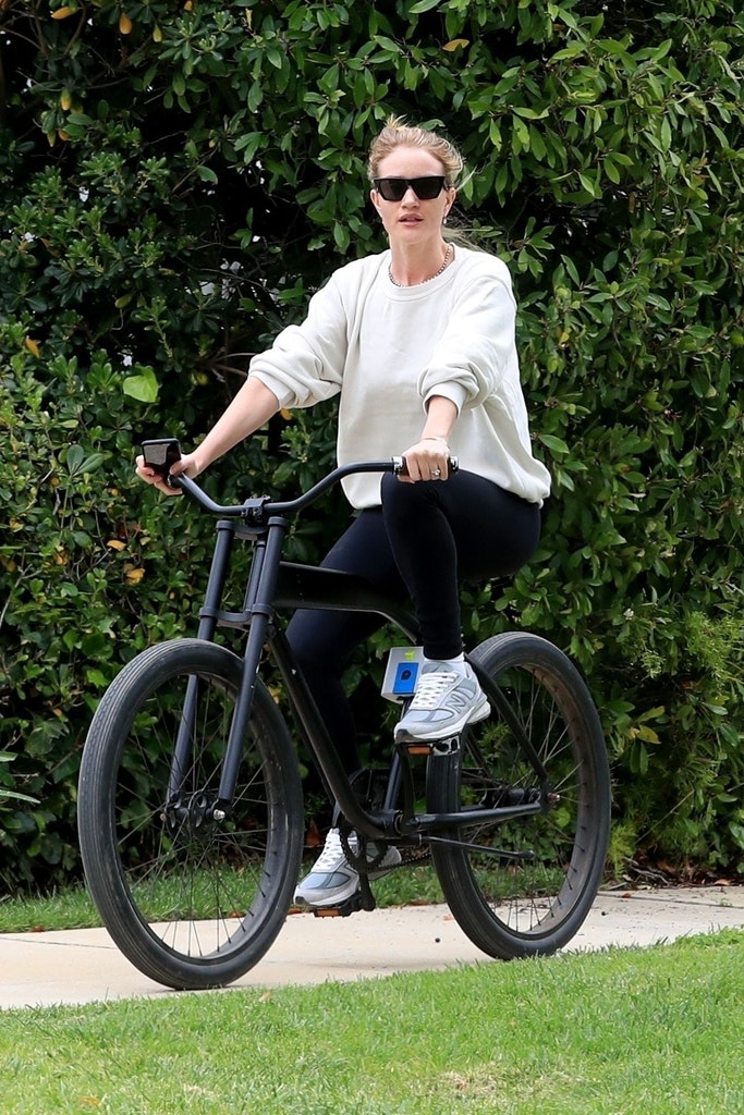 Rosie Huntington-Whiteley ride bicycle